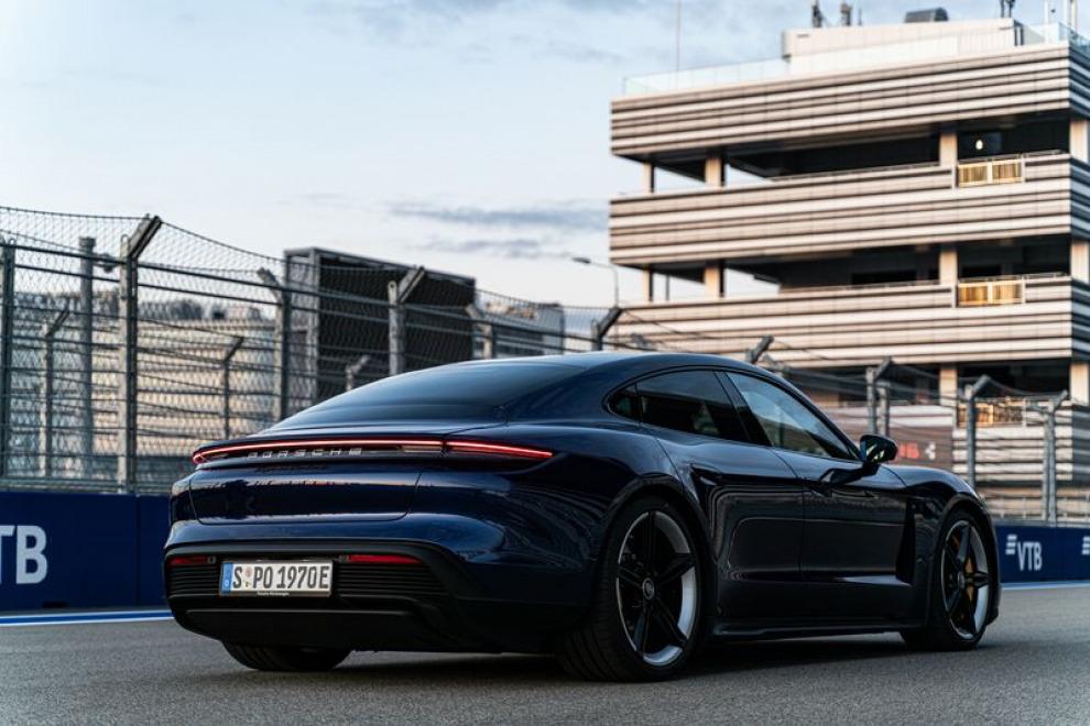 Porsche Taycan. Когда-нибудь мы привыкнем