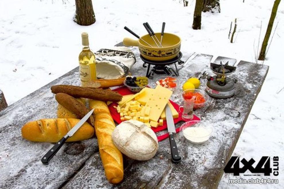 Изысканная кулинария путешественника. Фондю в зимнем лесу