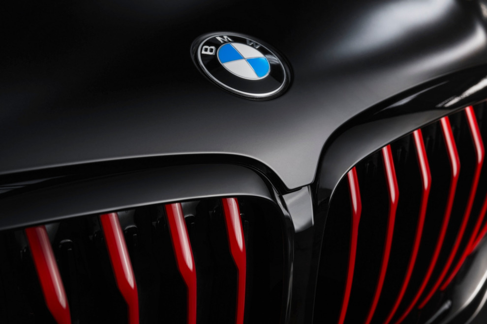 BMW X5, X6 Black Vermillion и Х7 Limited Edition в Frozen Black