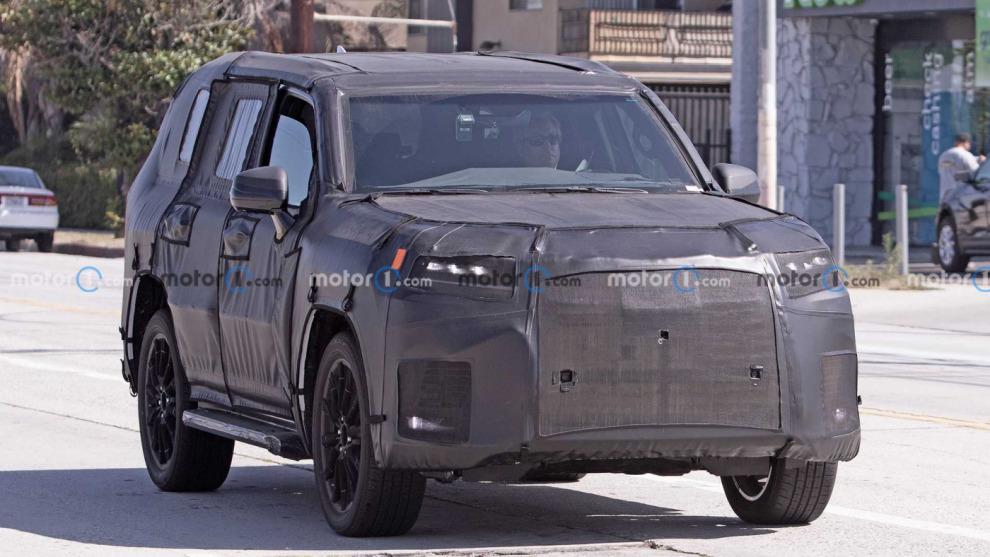 Новый Lexus LX заметили во время дорожных испытаний