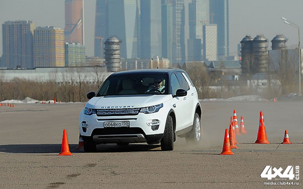 Полноценная проверка Land Rover Discovery Sport на полигоне Land Rover