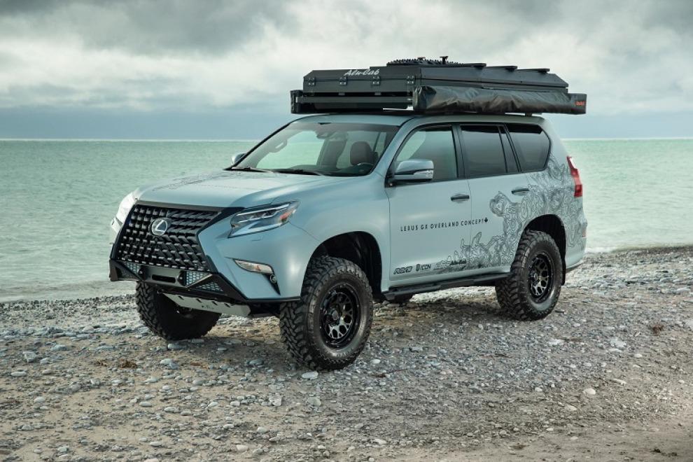 Lexus превратил GX460 в походный кинотеатр с палаткой и душем