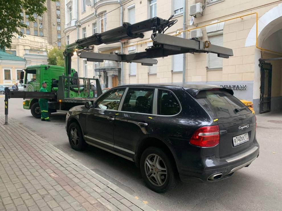 Московский автомобилист лишился Porsche Cayenne за неуплату штрафов