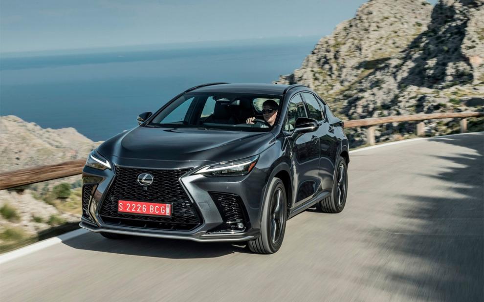 Новый Lexus NX будет доступен с тремя моторами на выбор