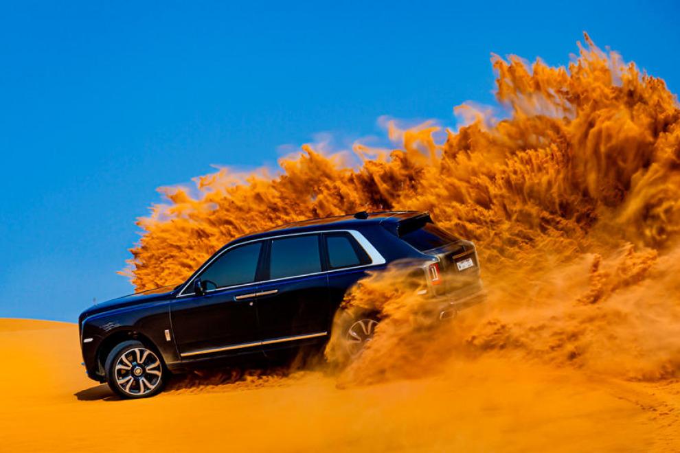 Rolls-Royce Cullinan покоряет Аравийскую пустыню