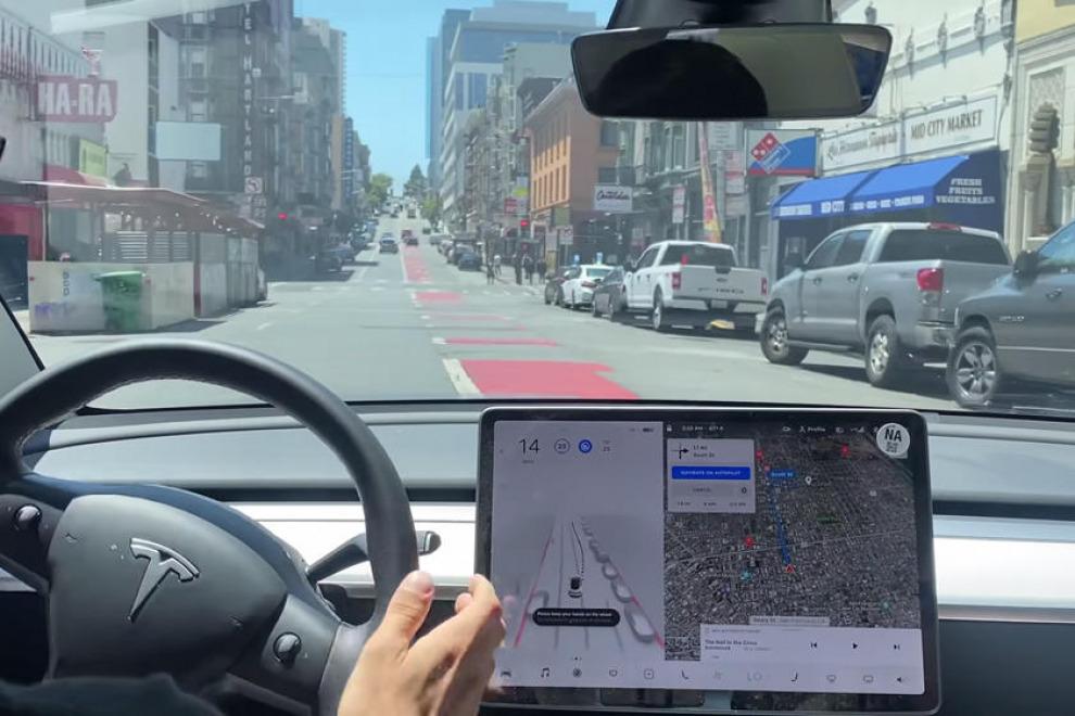 Автономное управление от Tesla пока не очень похоже на автопилот (видео)