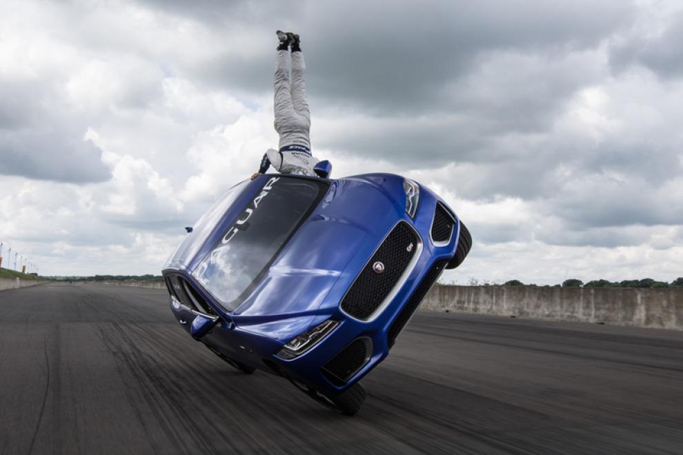 """Мёртвая Петля"" на Jaguar F-PACE"