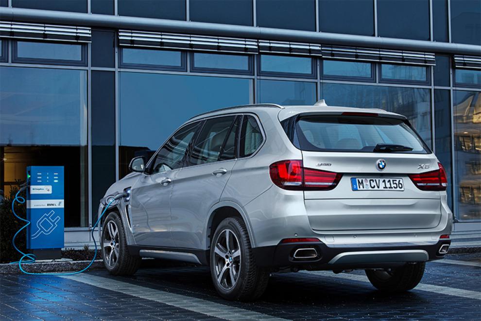 BMW привезла в Россию линейку гибридных моделей iPerformance
