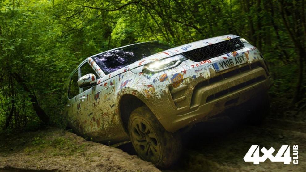 Новый Land Rover Discovery показали в «детском» камуфляже