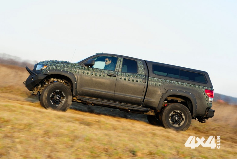 Toyota Tundra примерила на себя шкуру доисторического аллигатора и обросла шипами