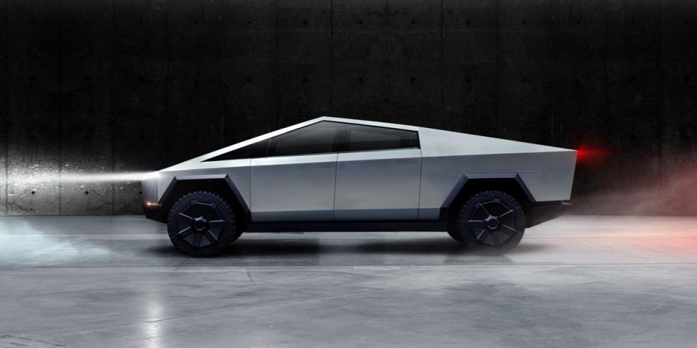 Илон Маск отложил запуск Tesla Cybertruck и Roadster ещё на один год
