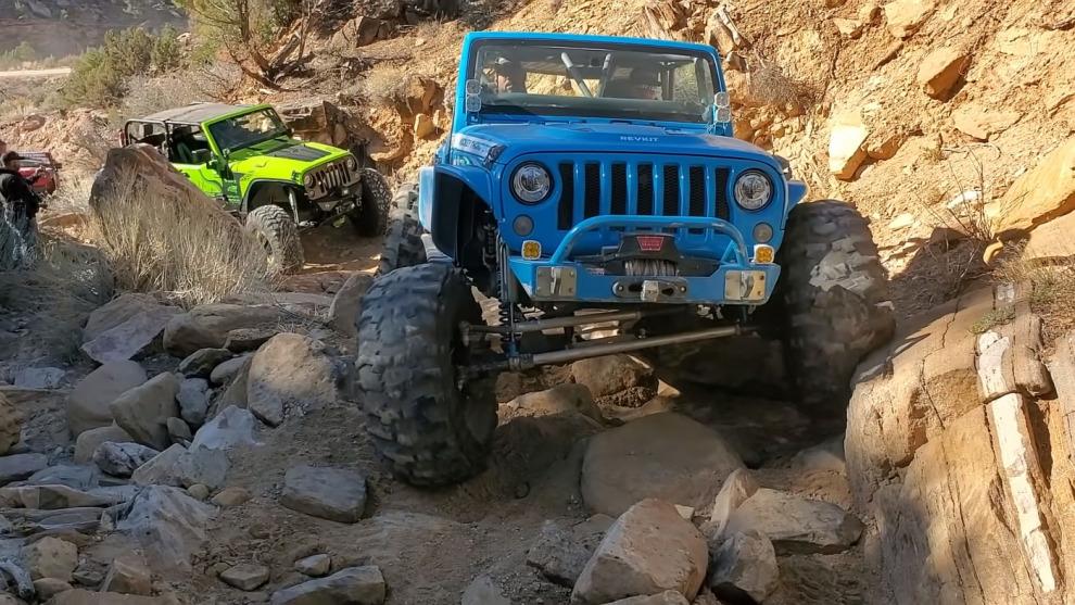 Колонна триальных Jeep Wrangler на самой сложной трассе Моаба (видео)