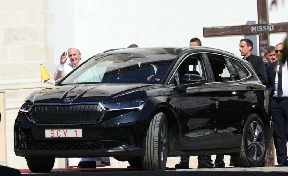 Папа Римский Франциск проедет по Словакии на электрокроссовере Skoda Enyaq iV