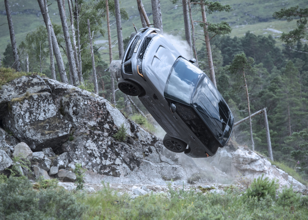Не время умирать с Range Rover Sport SVR