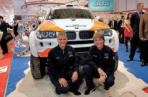 Команда X-Raid отправляется штурмовать очередной «Дакар» на новом BMW X3: в кадре пилот Ютта Кляйншмидт и штурман Кристина «Тина» Тернер