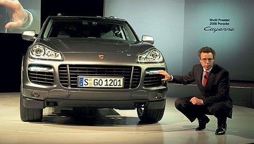 Наконец-то обновился флагман внедорожного флота Porsche Cayenne. Самой заметной инновацией стали необычные световые приборы
