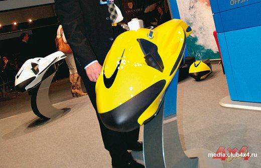 Спортторпеда Seabob способна буксировать пловца на воде и под водой