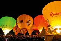 Фестиваль воздушных шаров – красивейшее зрелище! Но и здесь не обойтись без внедорожников