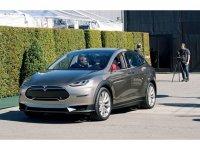 Кроссовер Tesla Model X получит 700 л.с.