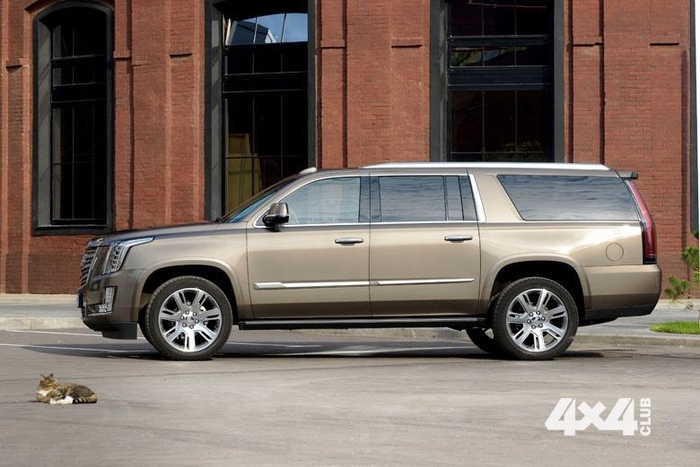 Cadillac Escalade ESV превращается в замок, офис и звездолет одновременно
