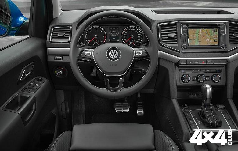 AMAROK_PRESSE_Interior_02 Cockpit steering pedals_3