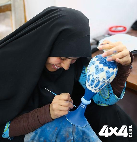 ФОТО 4. Художница, расписывающая посуду. Исфахан. Иран_11