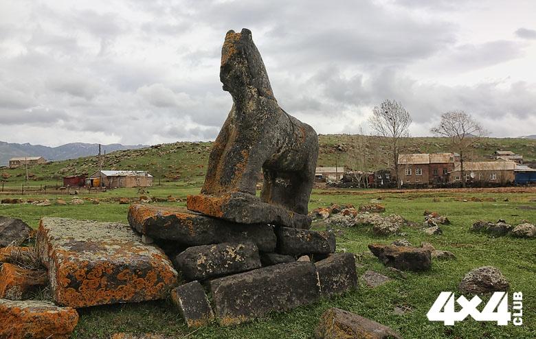 ФОТО 5.  Старое кладбище езидов. Село Рья Таза. Армения._4