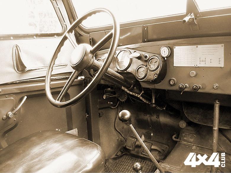 GAZ-69_Armaturenbrett_0